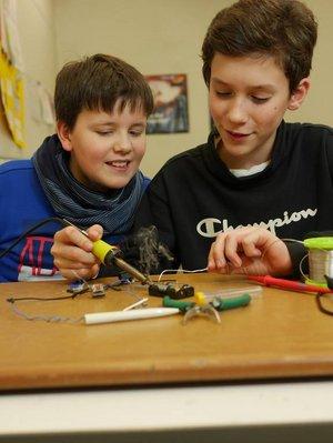 Schüler experimentieren: Praxis im Physikunterricht